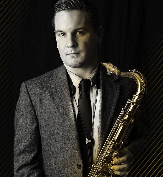 Lukas Gabric kommt mit Saxophon aus New York